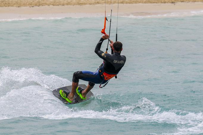 Kiteboarding jibe