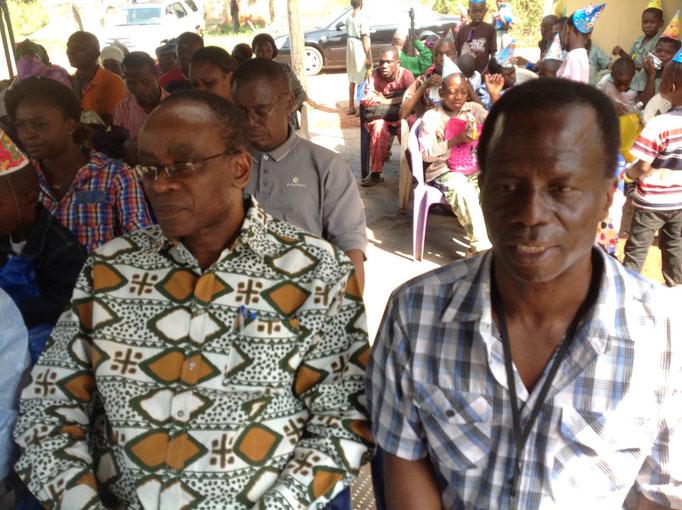 Rechts Chris Omusi.