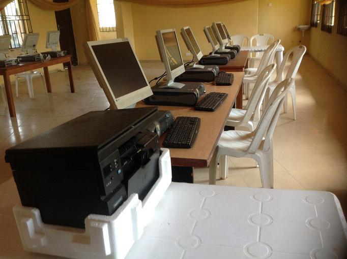 Het computer leslokaal.