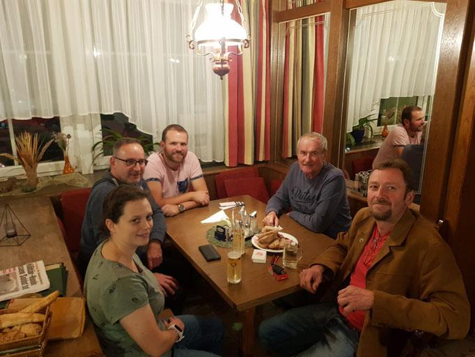 v.l.: Melanie Weißenböck, Gerhard Ratzberger, Dieter Madlberger mit Vater, Günther Dangl