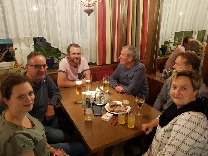 v.l.: Melanie Weißenböck, Gerhard Ratzberger, Dieter Madlberger mit Vater, Manuela Biedermann (rechts)