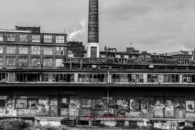 Güterbahnhof Nordstdt / Im Hintergrund mit Conti Vahrenwald