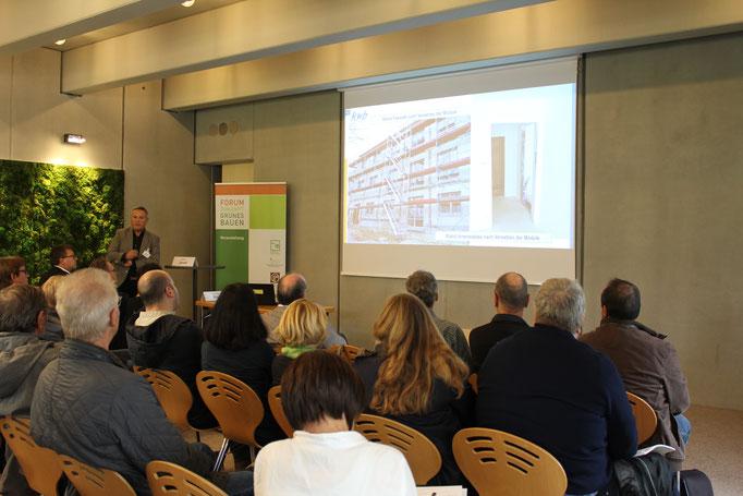 Ditmar Joest, Geschäftsführer der Kommunalen Wohnungsbau GmbH Rheingau-Taunus, sprach über seine Erfahrungen mit seriellem Bauen.