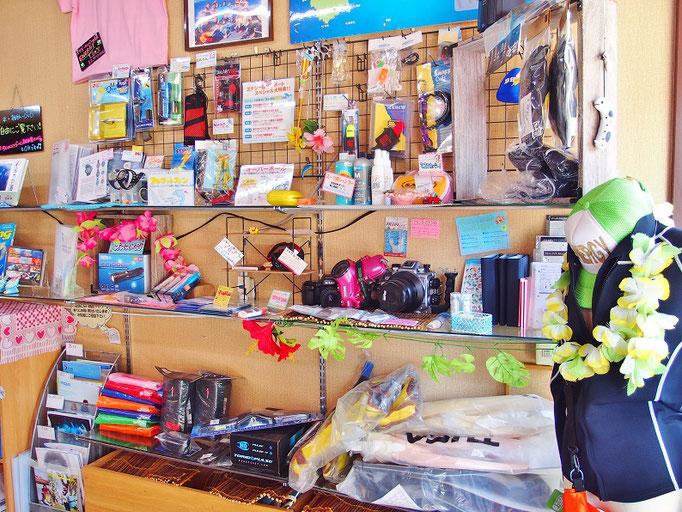 商品棚です。店頭にないものもお取り寄せ可能です。