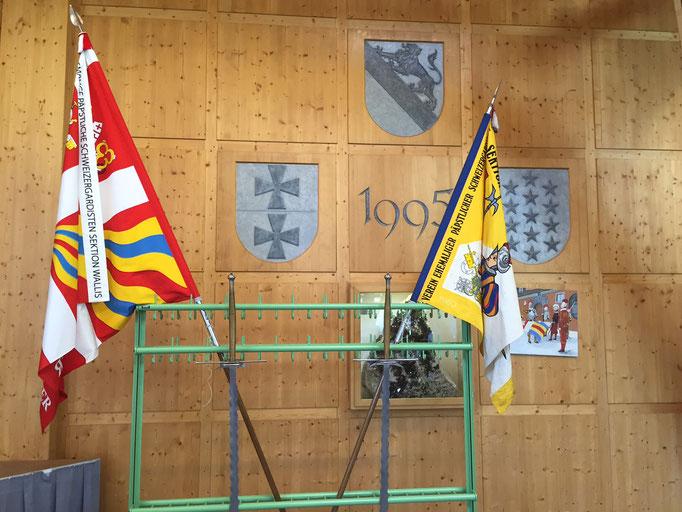 Alte und neue Fahne