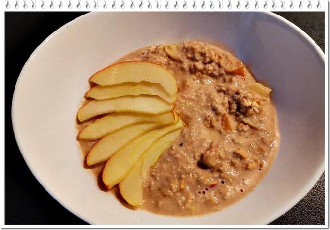 zimtiges Apfel-Porridge mit Apfelstückchen