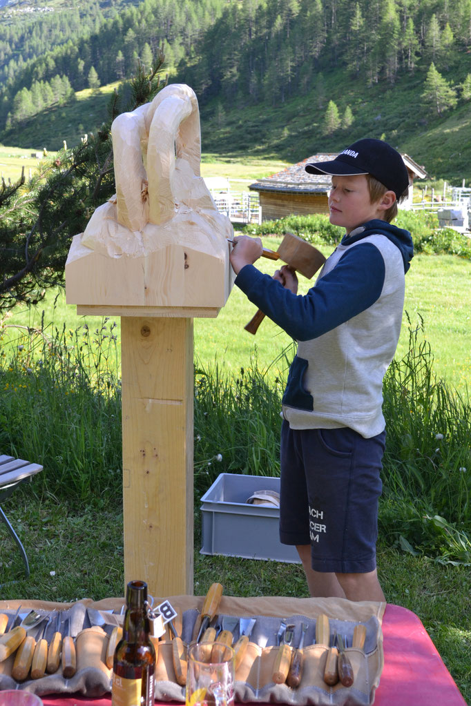 Beim Bearbeitn Holzskulptur
