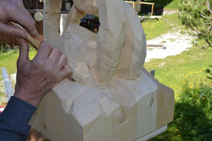 Schnitzen einer Holzskltpur