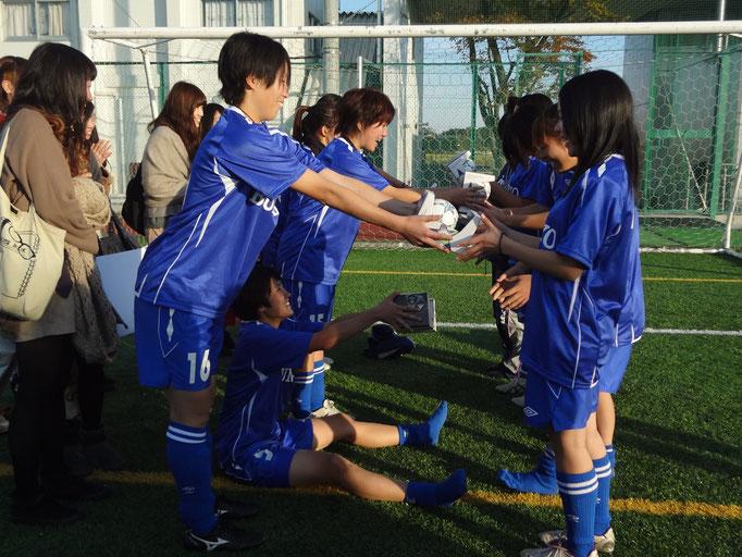 11月4日 関東女子サッカーリーグ順位決定戦&引退 4年生から3年生へ☆