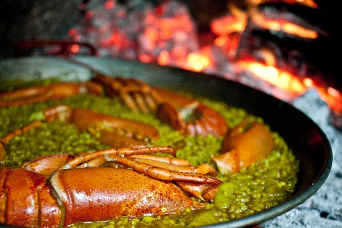 Paella de sepia y bogavante.