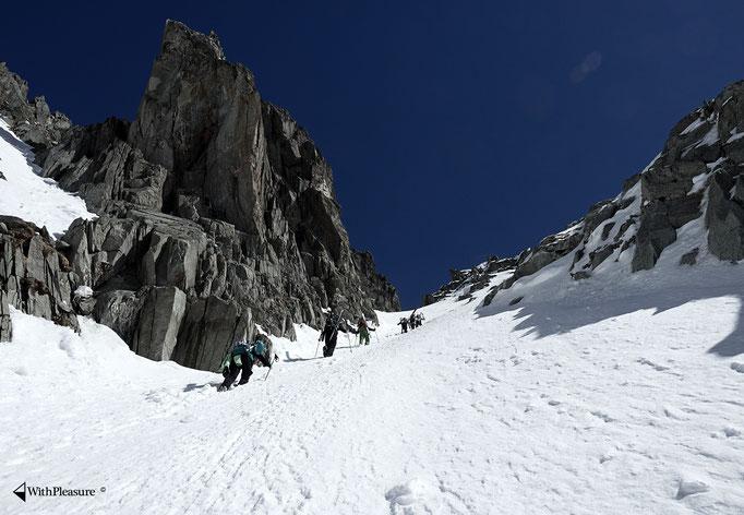 Im steilen Couloir vom Val Strem hoch - Oberalpstock