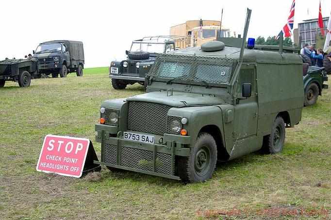 Un veicolo militare in forza alla polizia in Irlanda del nord.