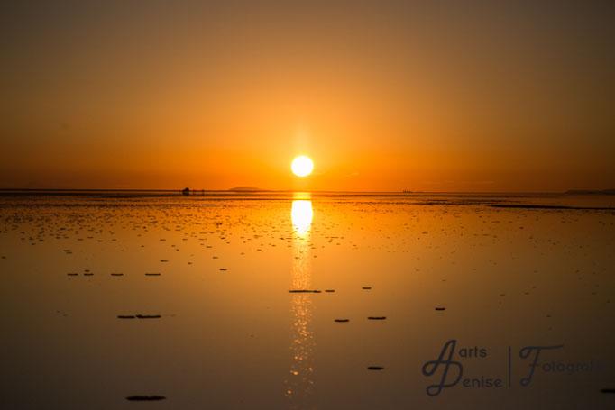 Sonnenaufgang über der Salar de Uyuni Bolivien