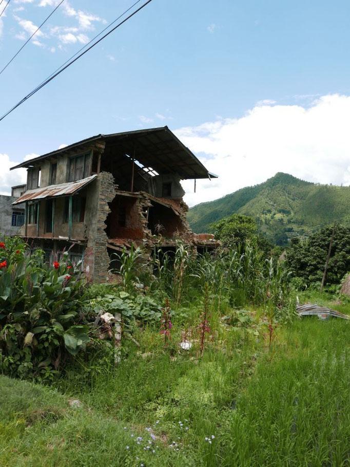 Durch die Erdbeben sind viele Häuser unbewohnbar.