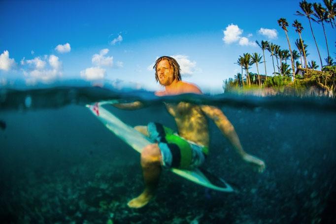 (c) Lukas Prudky Surfer im Wasser