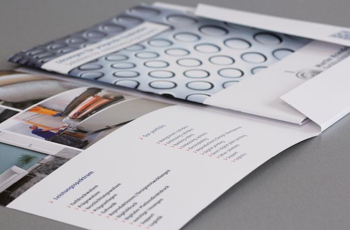 Konzept, Gestaltung Präsentations-Angebotsmappe im Unternehmens CI