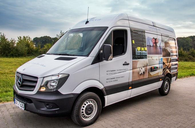 Autobeschriftung für mehrere Einsatzfahrzeuge - Kontaktdaten direkt an Fahrer- und Beifahrertür
