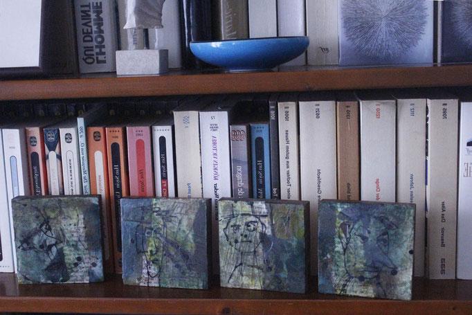 Miniatures 1 à 4 (2019) sur bois, 9,5 x 9,5 cm chacun; acrylique et collages/ acrylic painting and collages on  wood