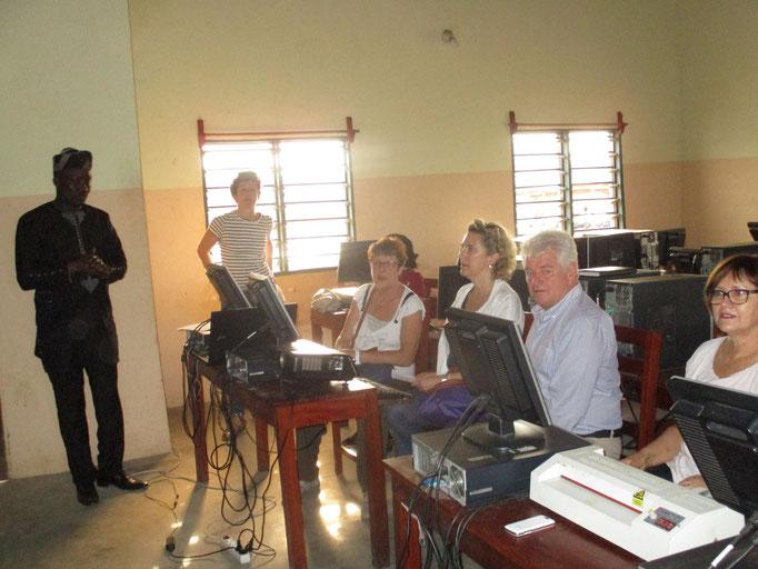 La délégation du Conseil Départemental de Loire Atlantique dans le cybercentre de Sô-AVA.