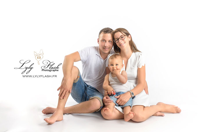 photographe Cannes photo bébé portrait d'art en studio en famille