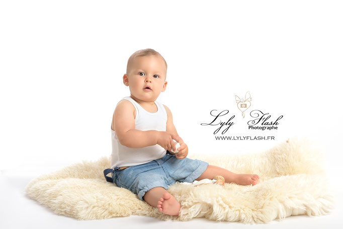 photographe Cannes photo bébé portrait d'art en studio fond blanc