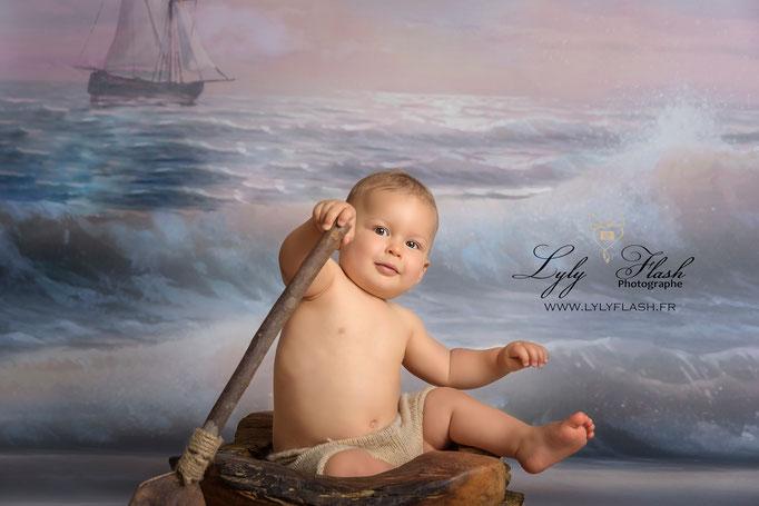 photographe Cannes photo bébé portrait d'art en studio fond mer peinture a l huile