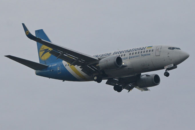Ukraine International --- UR-GAW --- B737-5Y0