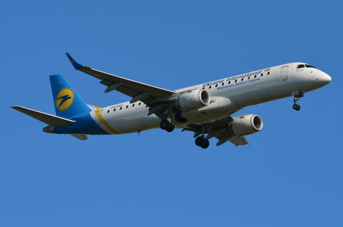 Ukraine International --- UR-EMA --- Embraer ERJ 190 STD