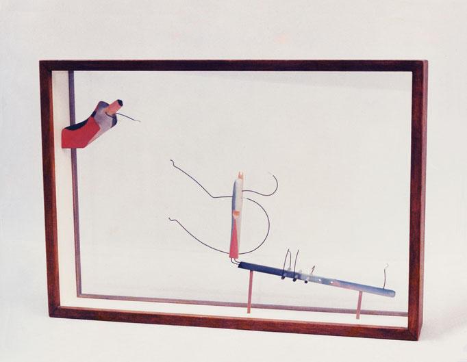 ENFRENTAMIENTO 2. 1987. 50 x 35 x 8 cm. Wood and wire.