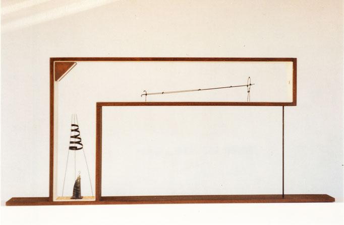 EN LA MIRA. 1994. 80 x 36 x 7 cm. Técnica mixta.