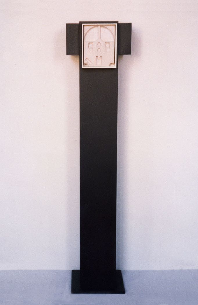 COLUMNA. 2003. 172 x 35 x 35 cm. Wood and plaster.