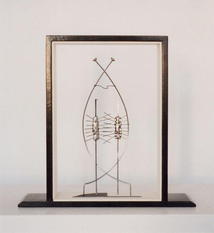 HOMENAJE A FRIDA KAHLO. 2001. 27 x 26 x 7 cm. Mixed media.