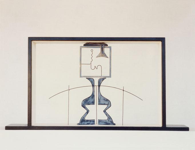 HOMENAJE A TORRES GARCÍA. 1994. 55 x 30 x 7 cm. Madera y metal.