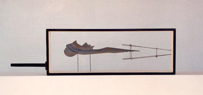 LEVITANDO. HOMENAJE A CHAGALL. 1994. 35 x 12 x 4,5 cm.  Madera y metal.