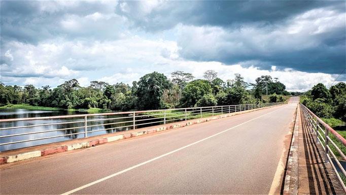 Akono, le pont sur le Nyong