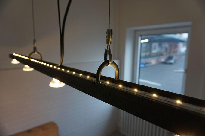 11KG Leuchte (U-Stahl; Eichenende; Halogen; LED Indirekt; 2017)