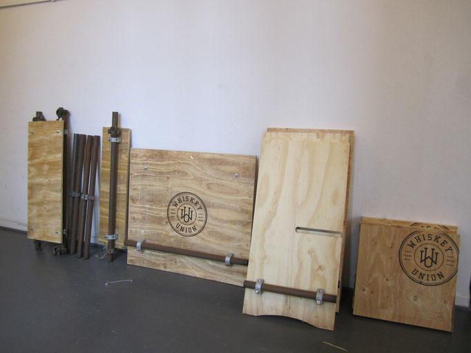 """Verkaufs/Präsentationstresen mit Stehtisch (Auftragsarbeit für """"Whiskey Union""""; 2015)"""