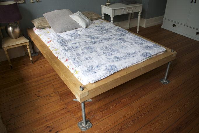Stufenlos verstellbares Bett (2010)