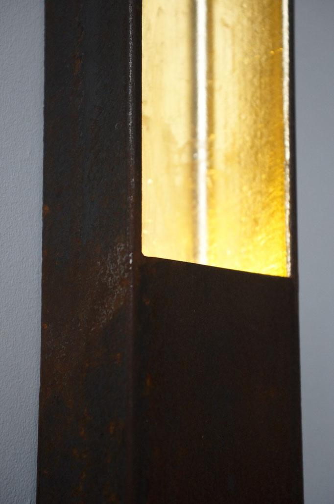 2,5KG Wandleuchte  (Stahl, Blattgold, LED; 2014)