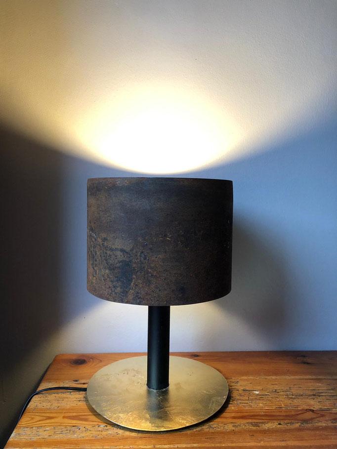 8kg Leuchte (Stahl, Blattgold; 2018)