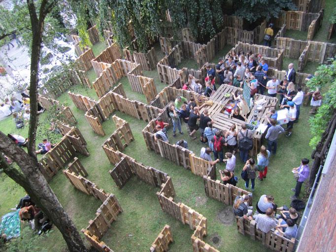 Paletenlabyrinth an der HFBK 2012 in zusammenarbeit mit Jakob Taranowski und Konstanze Essmann