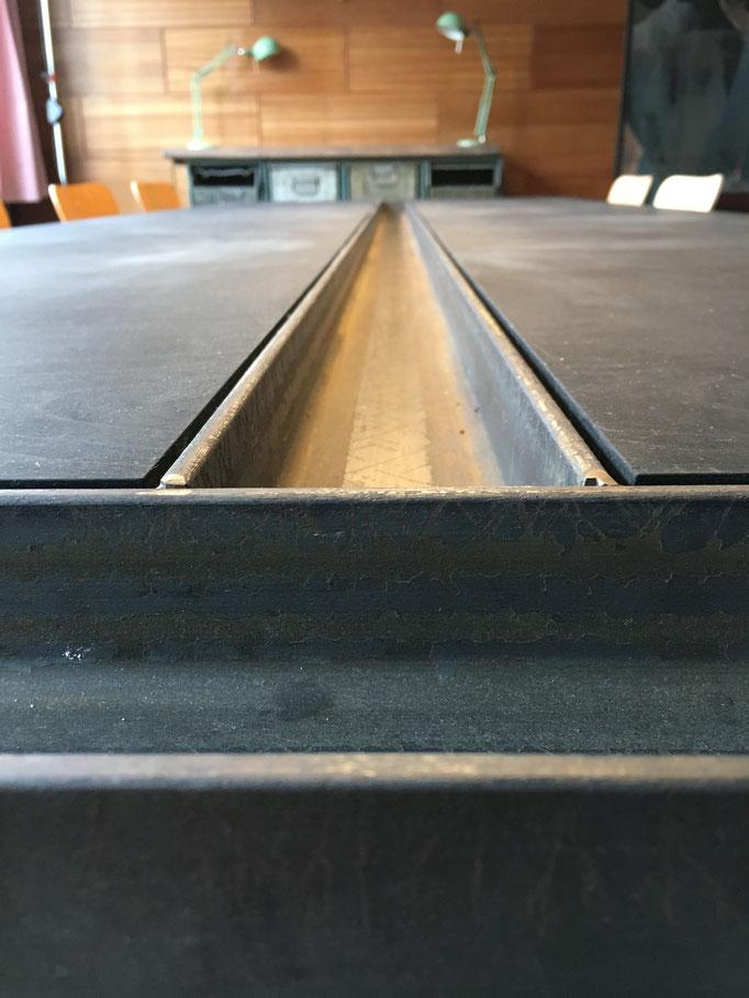 Konferenztisch (Stahl; Multipex schwarz; 2019)