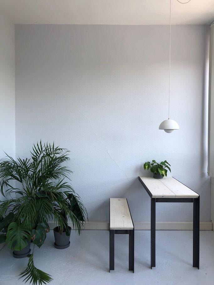 """Tisch und Bank; Architekturbüro """"Urban Futur Developent"""" (2019)"""