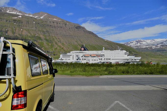 nach der Ankunft mit der MS Norröna... ein letzter Blick zurück...
