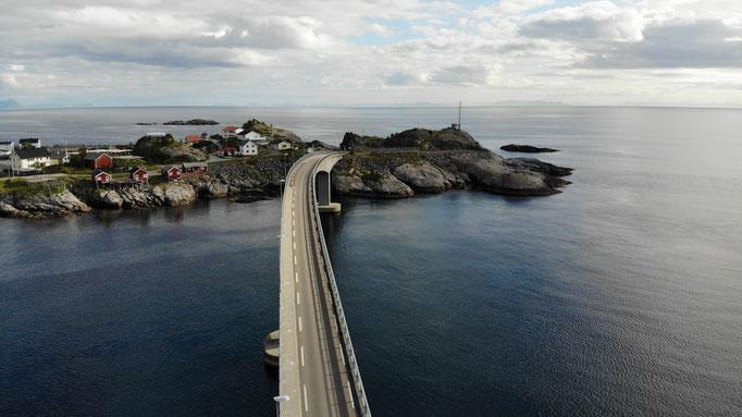 Drohnen fliegen auf den Lofoten macht Spass...