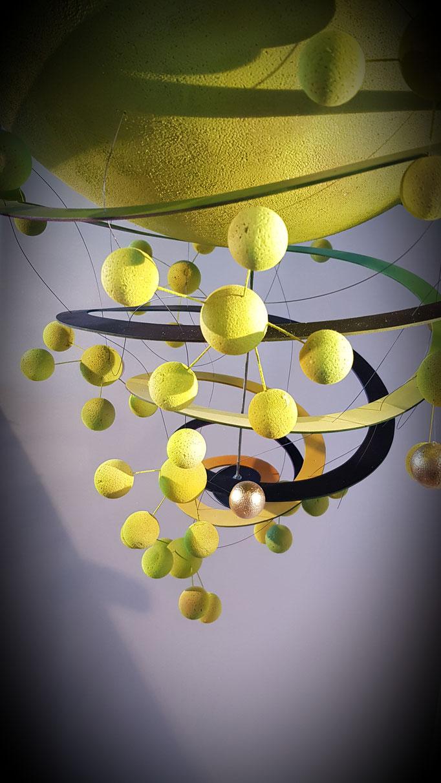 Suspensions fantastiques Domaine vitivole Brocard, Creation et réalisations Hervé Arnoul: Fleurs de raisin.