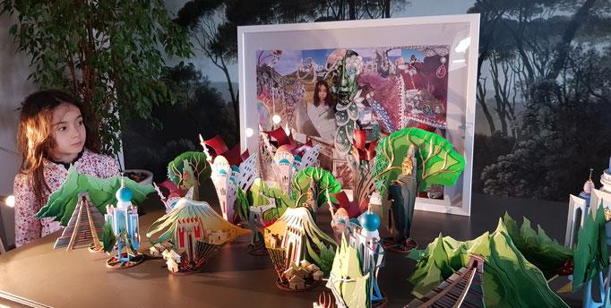Voyage extraordinaire d' une petite fille au pays des pierres précieuses ... Decors 2020 des vitrines de la Maison  Adler haute joaillerie. Création et réalisation Hervé Arnoul.