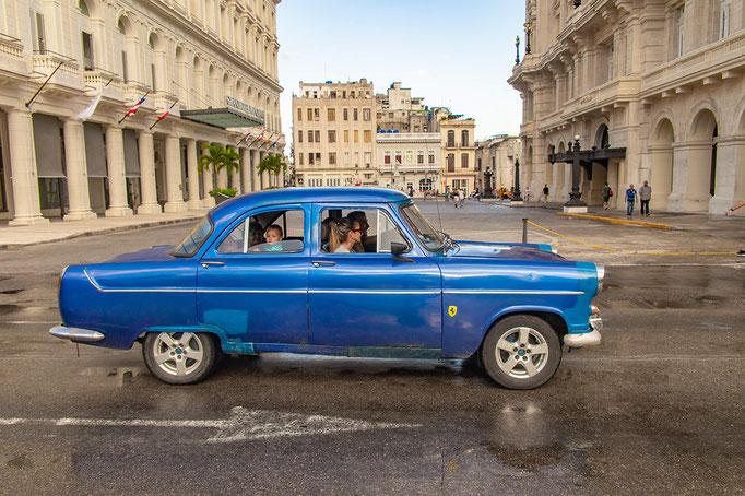 Cuba Havana 3 - Lada met Ferari embleem