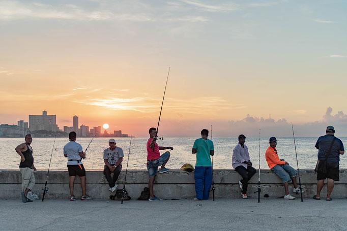 Cuba Havana 6 - Vissers aan de Malecon