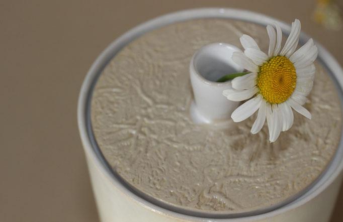 """Dose """"Minimaxi"""" mit kleiner Vase am Deckel"""